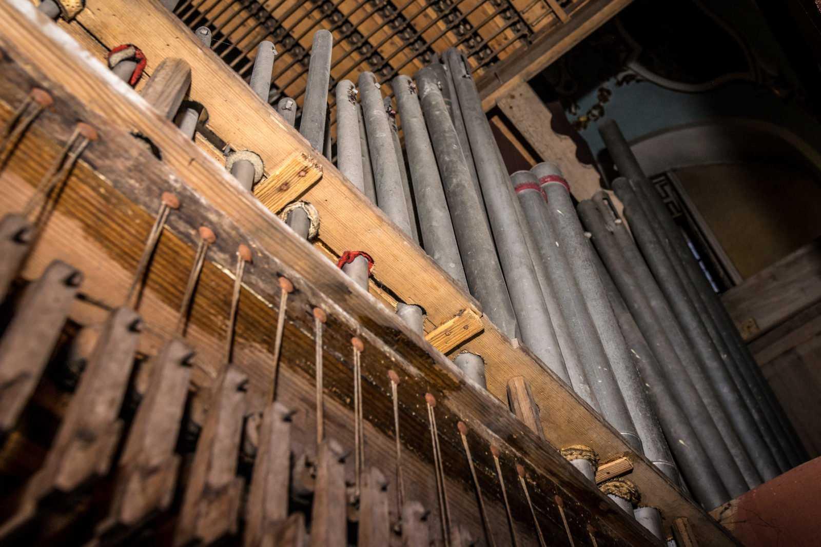 Organy w kościele św. Mikołaja w Krobi - widok od środka