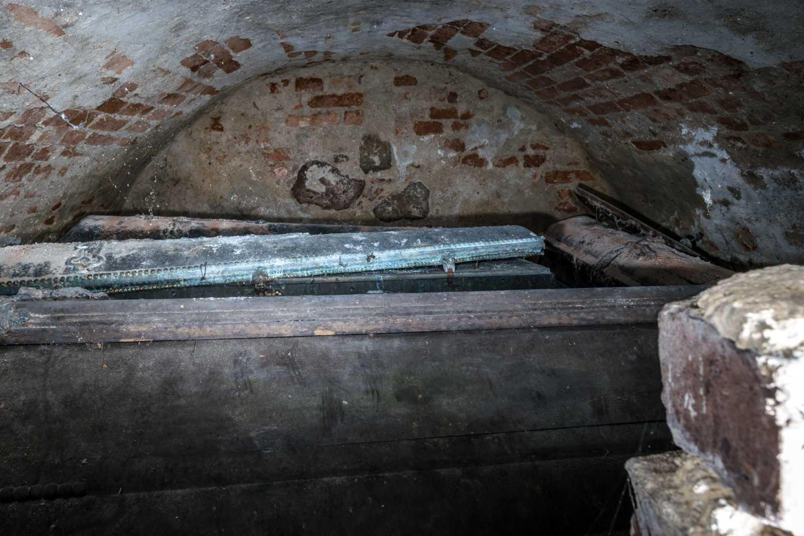 Parafia Krobia - podziemia kościoła św. Mikołaja w Krobi - krypta