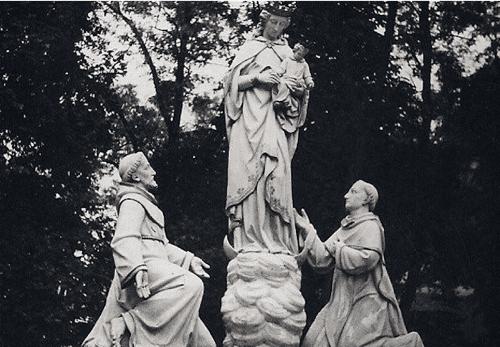 Figury w parku