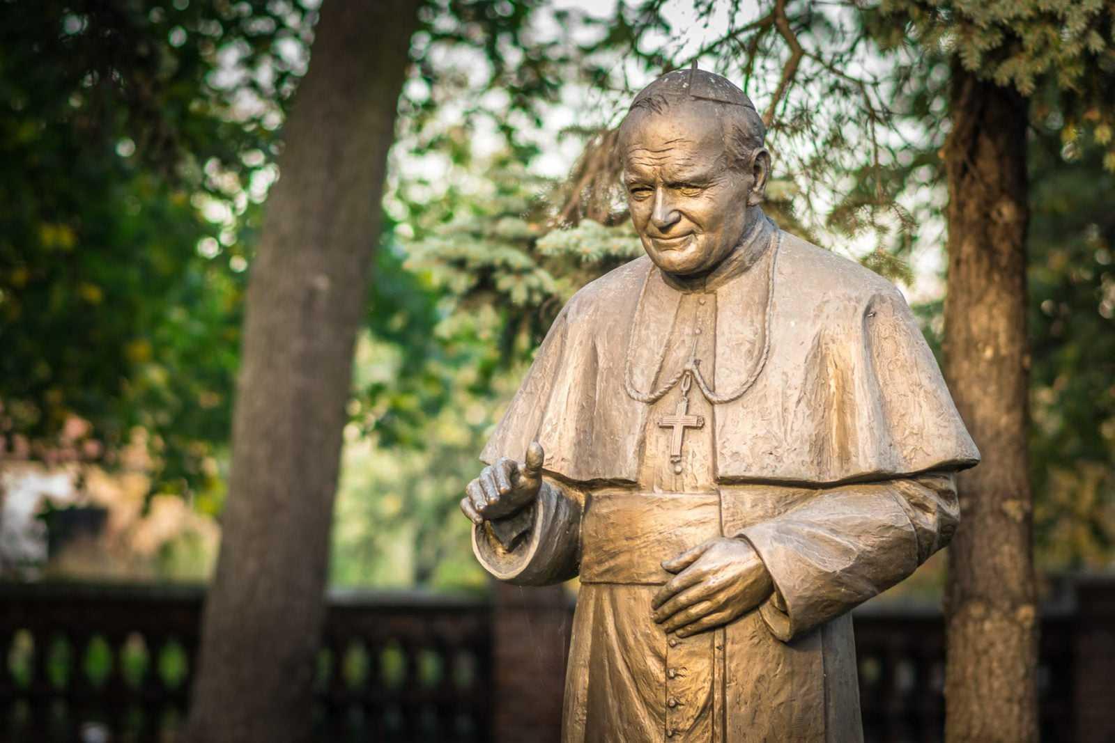 Pomnik św. Jana Pawła II w Krobi