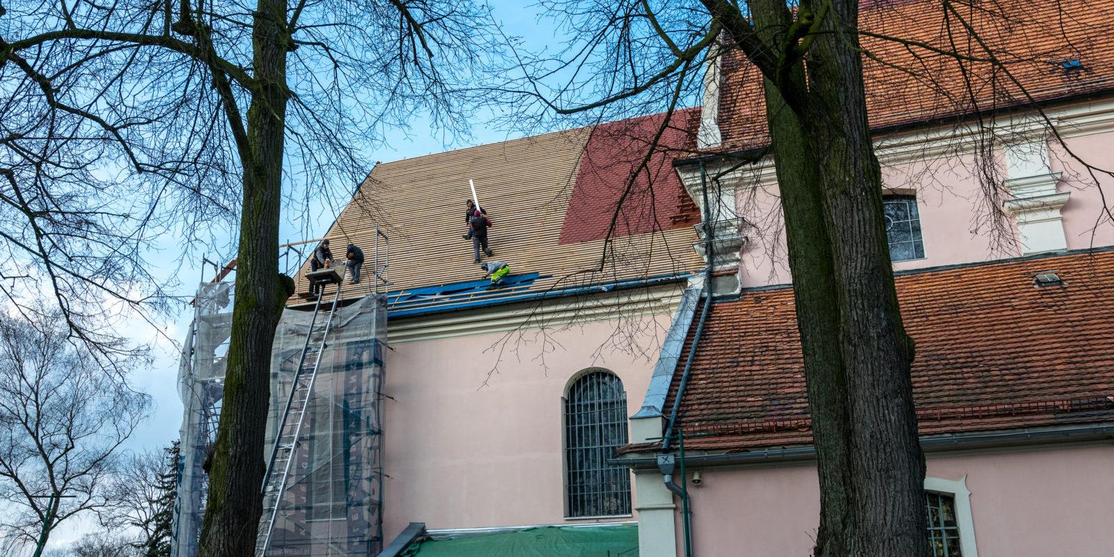 Remont dachu kościoła św. Mikołaja w Krobi