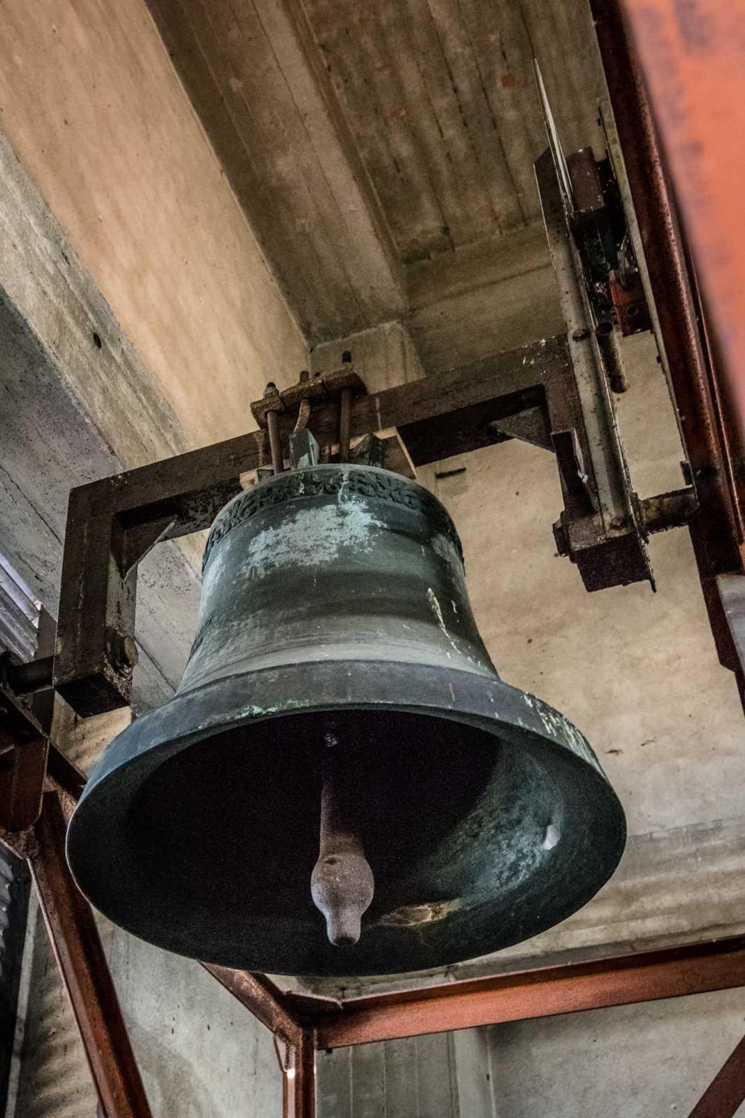 Duży dzwon na wieży kościoła św. Mikołaja w Krobi
